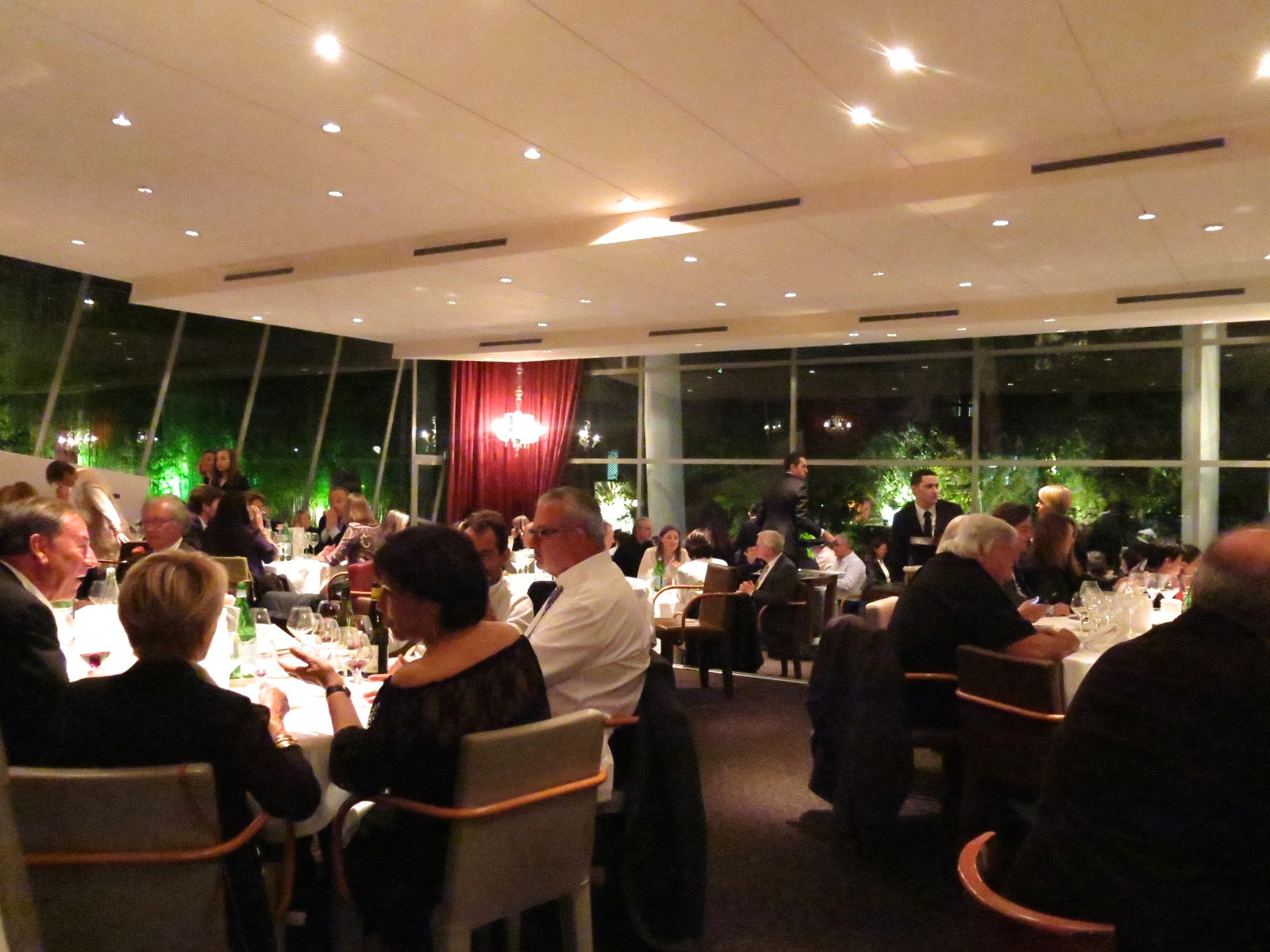 D ner de cl ture a magnificent farewell to famed - Restaurant le jardin des sens montpellier ...