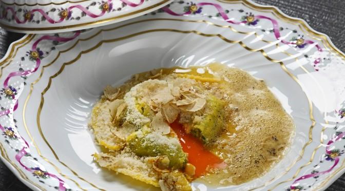 2 Michelin Starred Italian Chef at Wine Pub_Uovo in Raviolo San Domenico ai tartufi bianchi