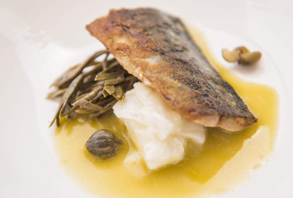 2) Sgombro Confit, Zuppa di Olive Verdi, Bufala e Capperi Canditi