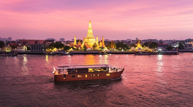 Loy Pela Voyages - Loy River Song - Exterior With Wat Arun
