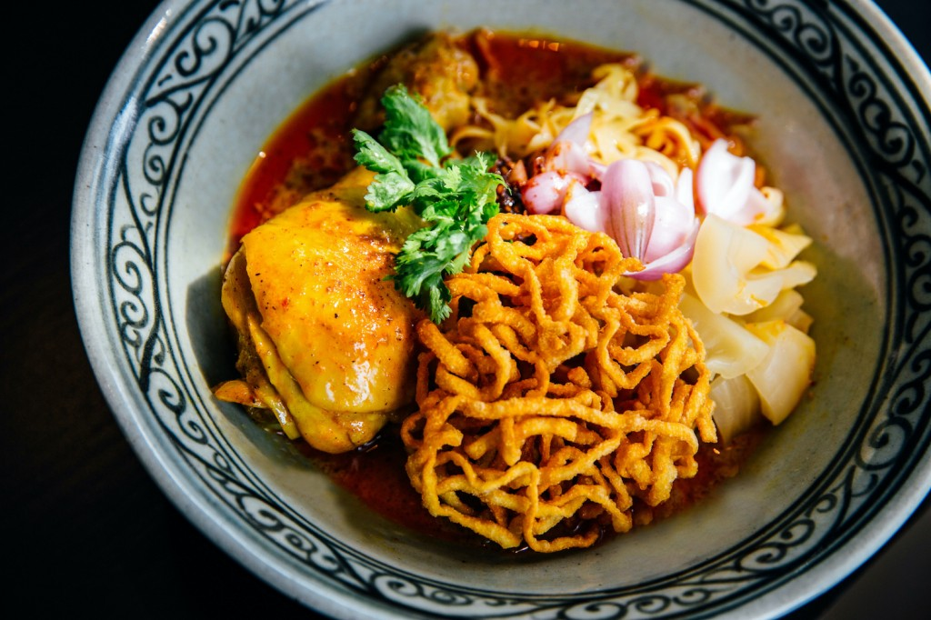 rwbkk-dining-onthemove-local-favorites-2