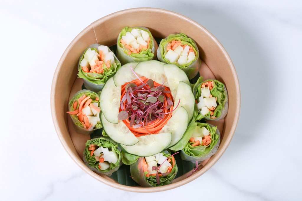 Fresh spring roll, Rice noodle, green lecture, cucumber, carrot,  spicy carrot sauce